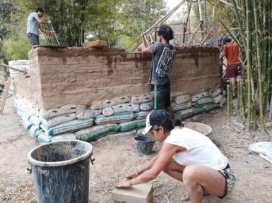 gravel bags, earth bags, 10 cm of Cob then adobe bricks